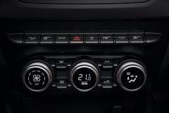 VERSION E3 - 4WD - COMMANDES CLIMATISATION AUTOMATIQUE