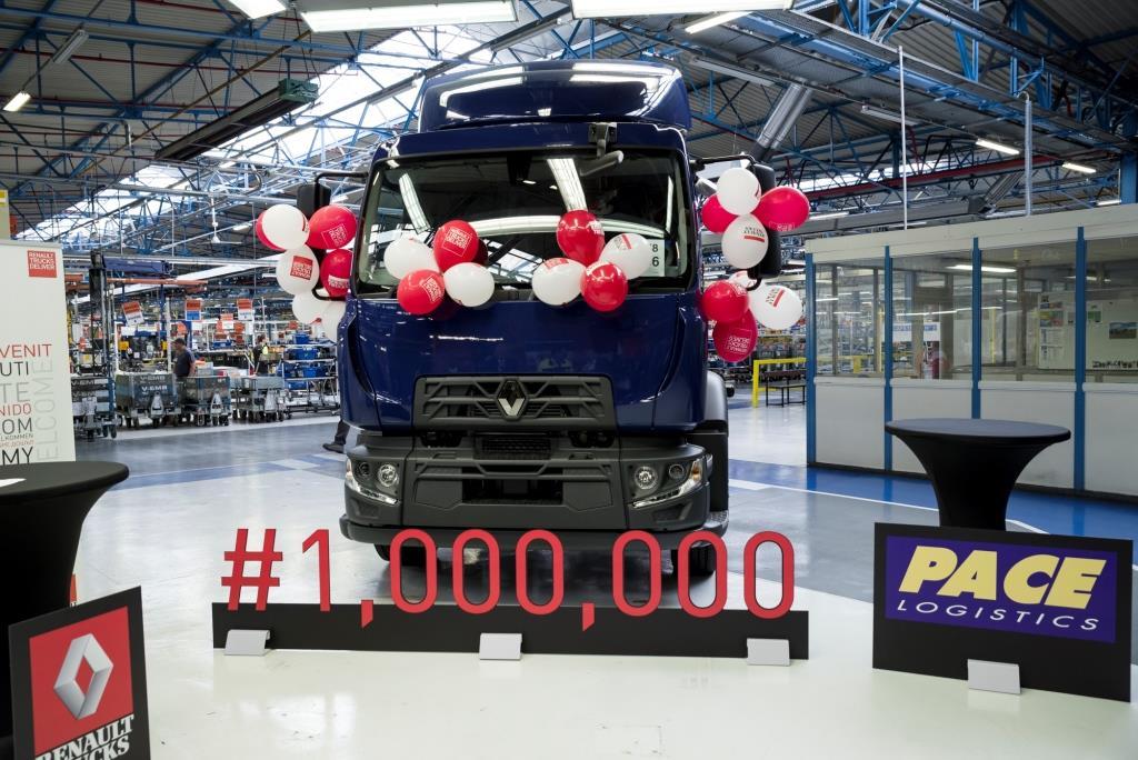 britischer konzern pace logistics erh lt millionsten lkw aus dem renault trucks werk blainville. Black Bedroom Furniture Sets. Home Design Ideas